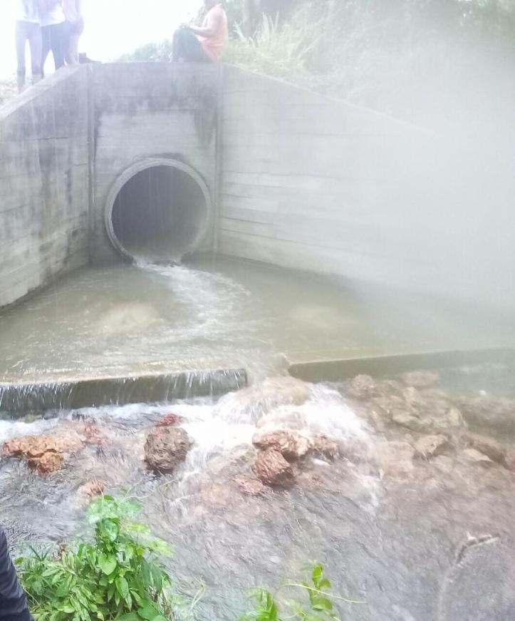 Tubulação do bairro planejado que já está instalada em direção ao rio Aricurá